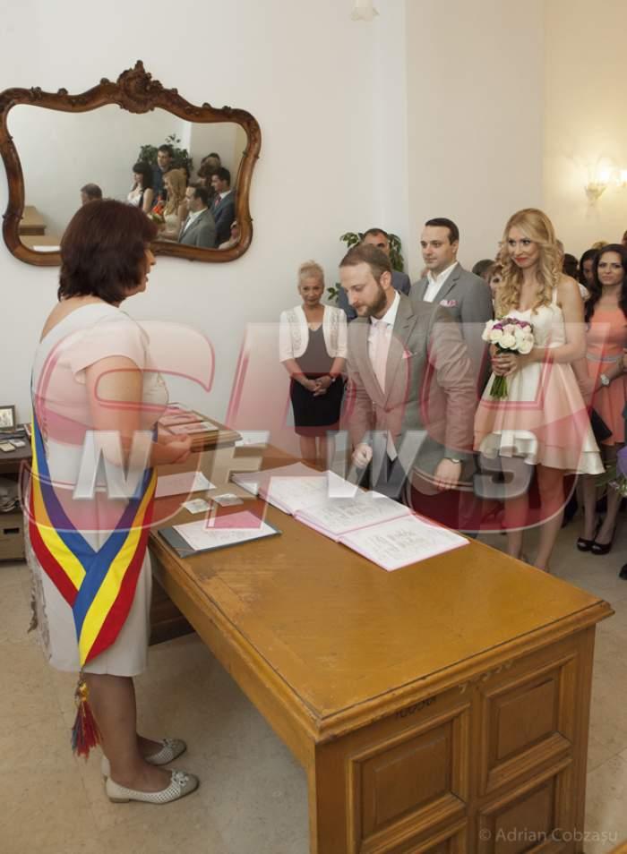 Spynews.ro îţi arată ce nu s-a văzut la cununia lui Andrei Tinu! Imagini exclusive cu tinerii însurăţei!