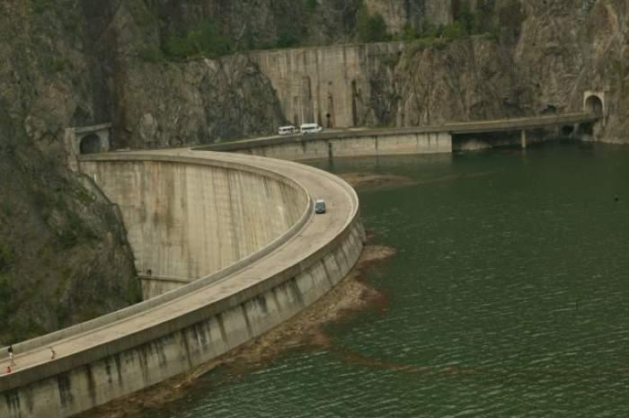 Situaţie dramatică la barajul Vidraru! Vacanţa unui copil s-a transformat într-o tragedie