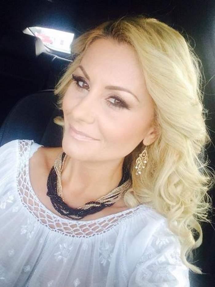 VIDEO/ Drama din spatele zâmbetului Emiliei Ghinescu: A fost bătută de tată şi şi-a cunoscut fraţii cu ajutorul unei reţele de socializare