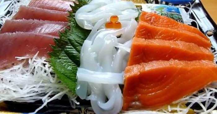 VIDEO / Dezgustător! Ce au descoperit medicii în stomacul unui bărbat, după ce a mâncat prea mult sushi