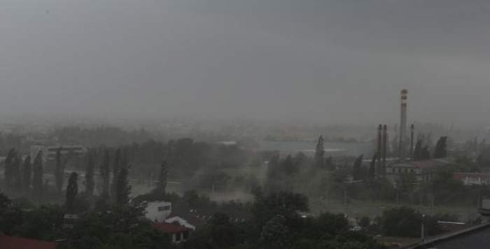 Atenționare nowcasting! COD PORTOCALIU de ploi şi vijelii