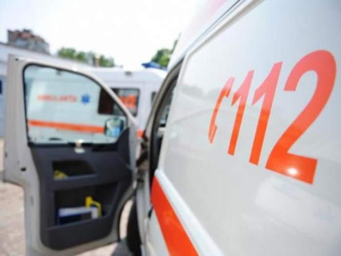 Accident grav în Arad! Un microbuz şi un autoturism s-au ciocnit, iar două persoane şi-au pierdut viaţa!