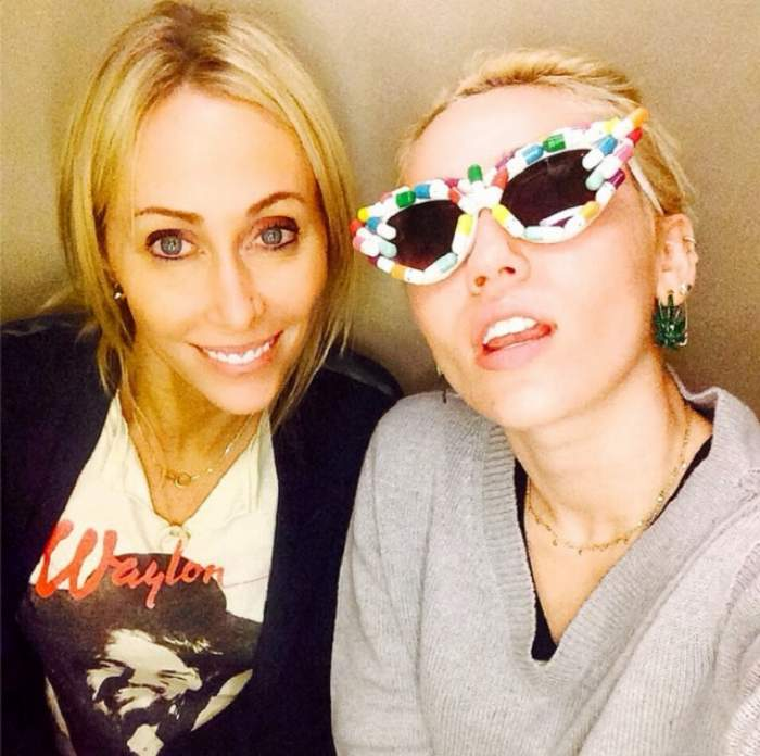 Miley Cyrus şi-a bătut joc de mama ei! I-a băgat ASTA în gură!