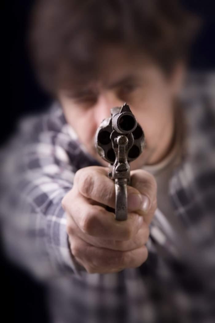 Un bărbat din Caraş-Severin a fost împuşcat, după ce a fost prins la furat porumb