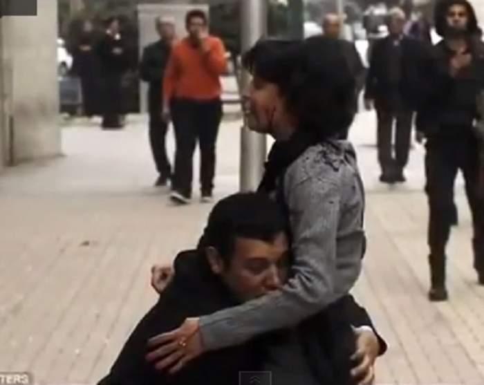 VIDEO / Imaginile care au cutremurat internetul! Momentul în care o activistă pașnică moare, după ce a fost împușcată de poliția din Egipt