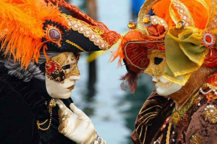 VIDEO / Eşti în pană de idei şi nu ştii ce să faci de Valentine's Day? Cele mai spectaculoase carnavaluri te aşteaptă!