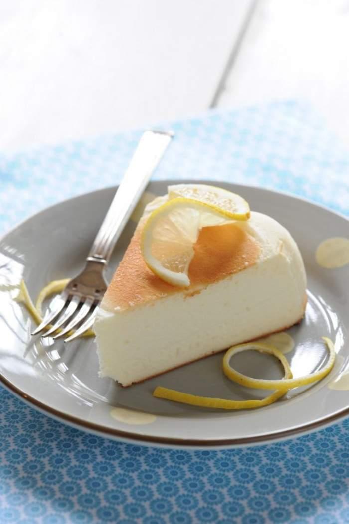REŢETA ZILEI - SÂMBĂTĂ: Cheesecake delicios cu doar trei ingrediente! Se face rapid şi e perfect pentru un weekend reuşit
