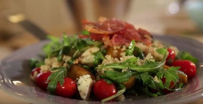 VIDEO / RETEŢA ZILEI - LUNI: Salată cu mere! Este gata rapid şi uşor, iar gustul este incredibil