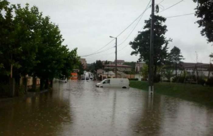 VIDEO / S-a dezlănţuit natura! 23 de oameni au fost salvaţi din calea apelor! Drumul dintre Năvodari şi Corbu, inundat