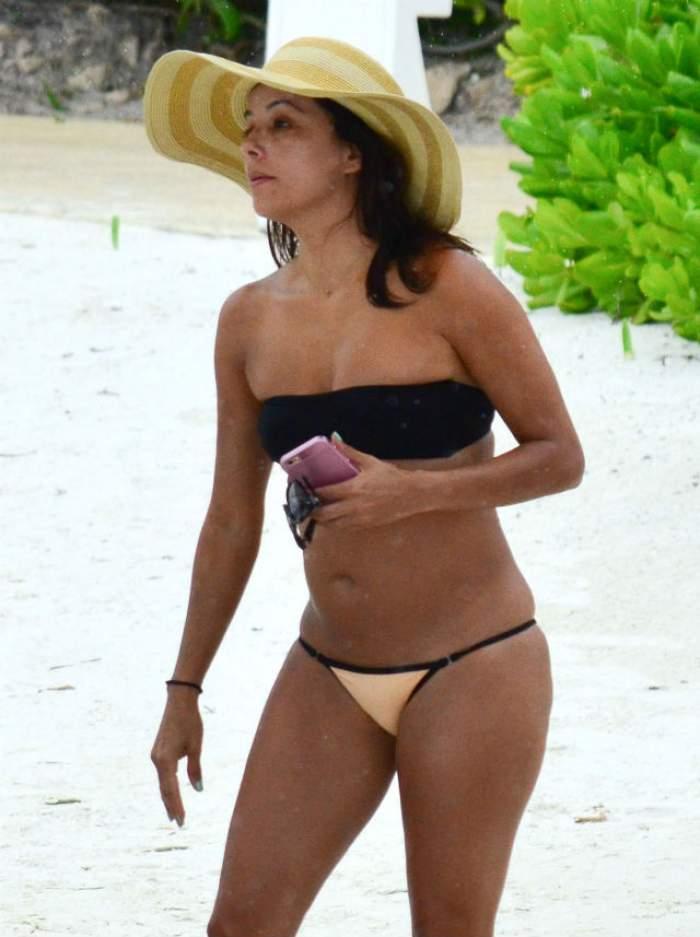 FOTO / Paparazzii au ignorat faptul că o aveau în faţă pe Eva Longoria în costum de baie! Nu i-au mai pozat posterioul. Un alt detaliu le-a atras atenţia