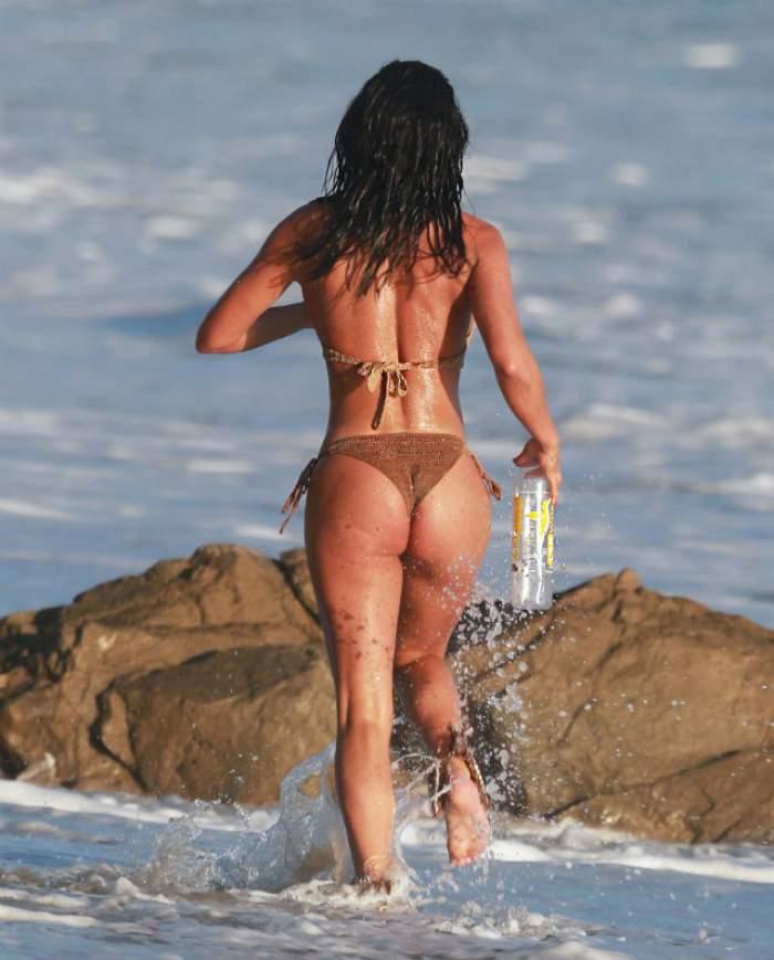 FOTO / Ai alerga şi tu după ea! Un cunoscut model a făcut furori pe plajă! Toate privirile s-au îndreptat în zona...