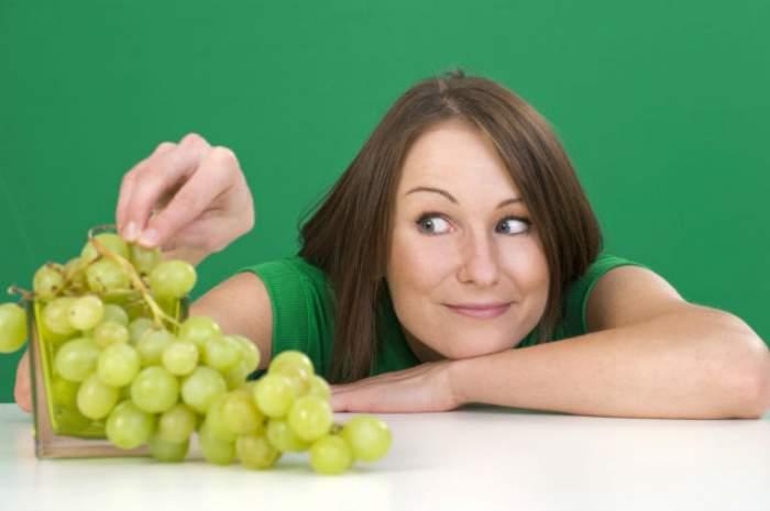Fructele de sezon fac MINUNI pentru pielea ta! Masca fabuloasă cu STRUGURI care te scapă de EXCESUL de SEBUM