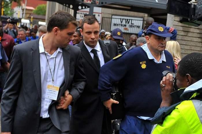 Oscar Pistorius va fi eliberat. Campionul paralimpic care şi-a omorât logodnica a primit vestea în urmă cu puţin timp