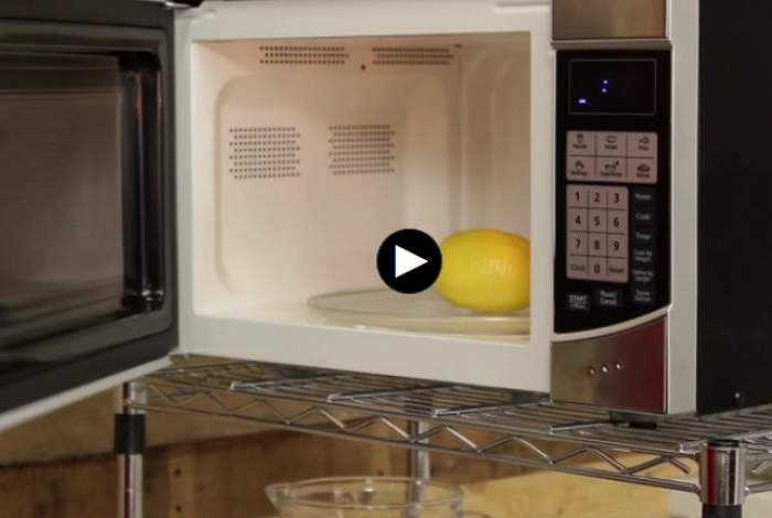 VIDEO / A băgat o lămâie în cuptorul cu microunde 20 de secunde. Ce s-a întâmplat e uimitor