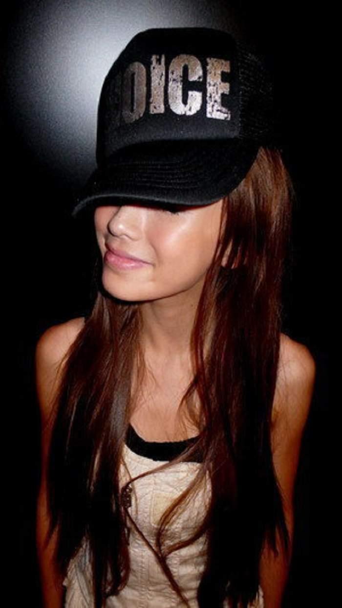 Una dintre cele mai frumoase femei din lume, în război cu esteticienii! Se jură că e NATURALĂ 100%. Faţa ei a devenit subiect de studiu! Tu ce crezi?