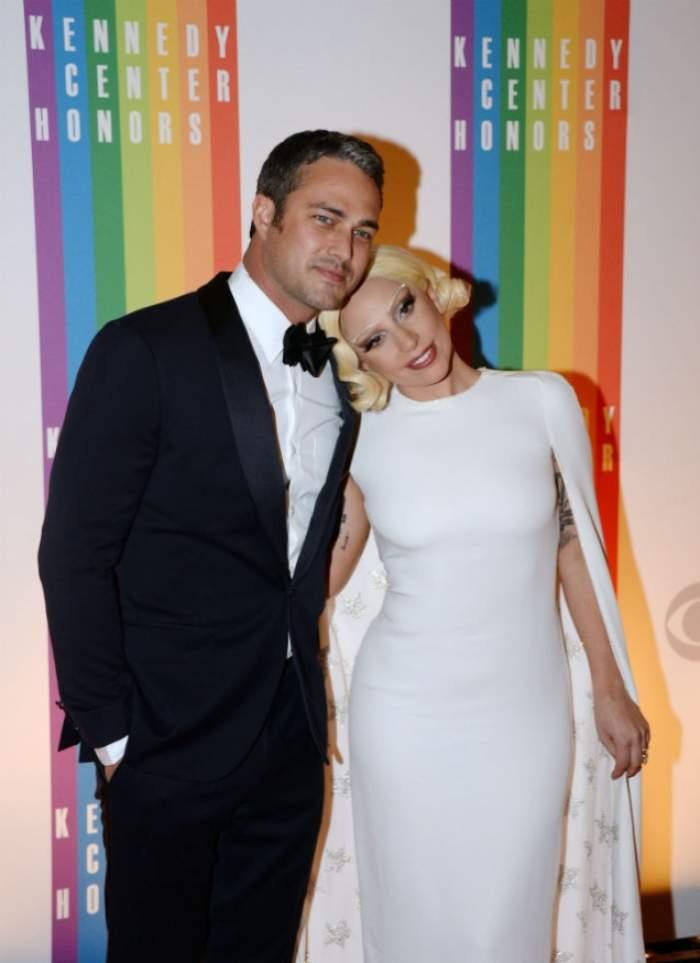 Bombă! Lady Gaga, cu burtica de gravidă