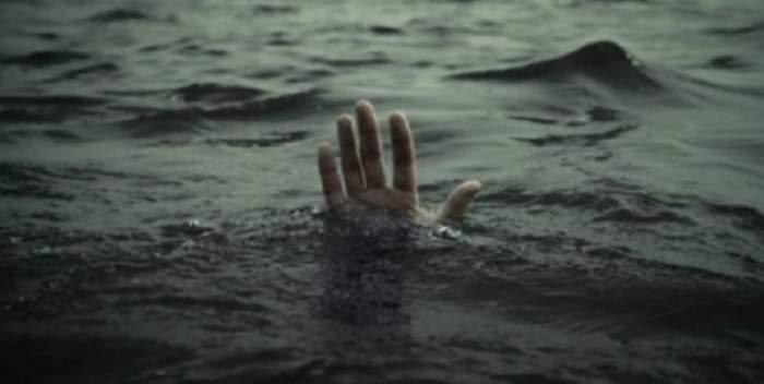 TRAGEDIE! O femeie şi trei copii au murit înecaţi, după scufundarea unei ambarcaţiuni cu imigranţi