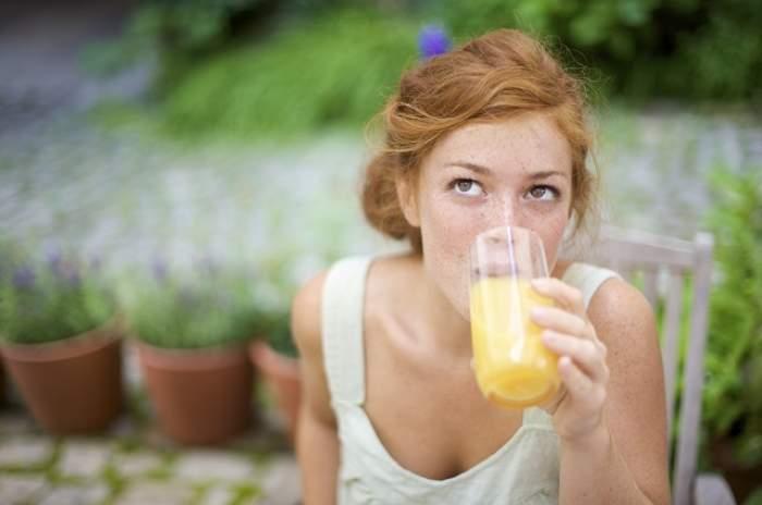 Bea asta şi scapă de toate toxinele din corp! Două minute îţi pot salva viaţa