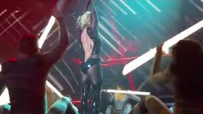 VIDEO / I s-a desfăcut fermoarul în timpul spectacolului! Britney Spears şi-a făcut fanii mai fericiţi decât şi-ar fi dorit