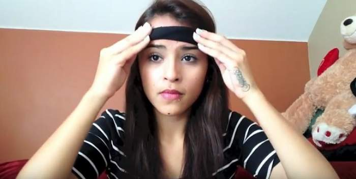 VIDEO / Şi-a legat un elastic de cap şi a început să facă minuni cu părul ei! După ce o să vezi imaginile o să încerci şi tu!