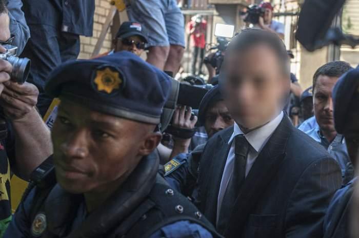 Oscar Pistorius a fost eliberat şi este în arest la domiciliu, după ce a împuşcat-o mortal pe logodnica sa, Reeva Steenkamp!