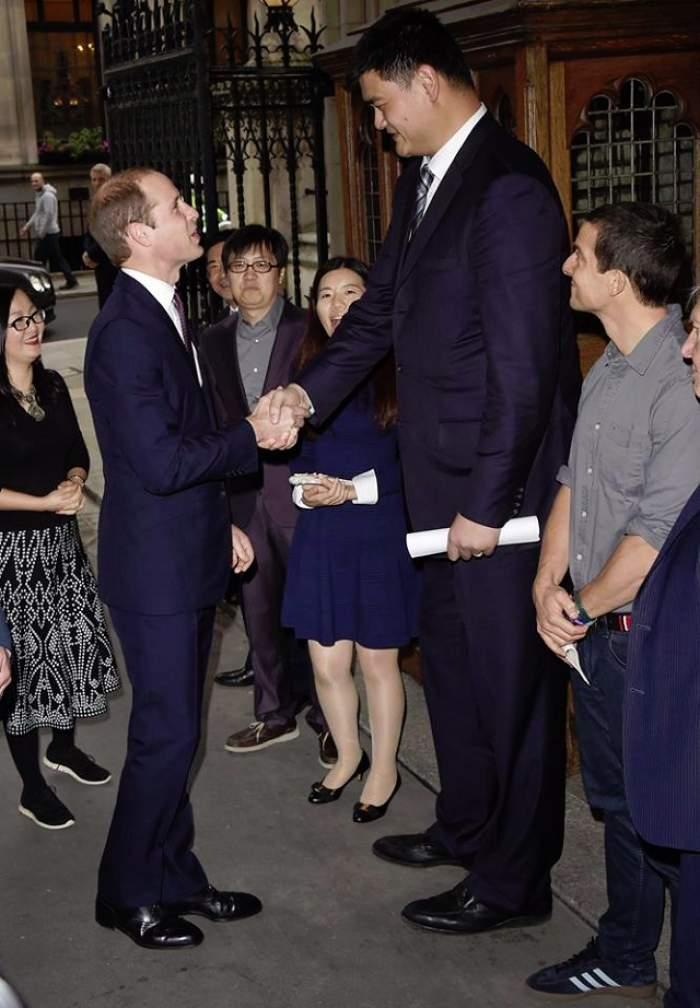 IMAGINEA ZILEI! Prinţul William, privit de sus! E mai mic cu aproape jumătate de metru!