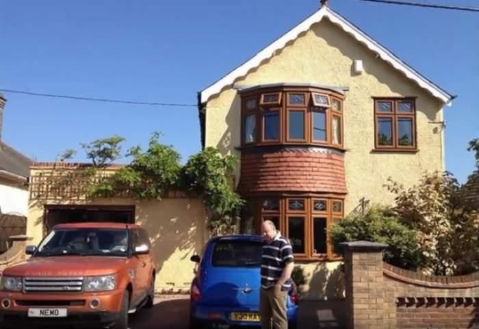 VIDEO / Şi-a trimis soţia în Tenerife şi s-a pus pe demolat casa. Ce a apărut în mijlocul locuinţei a şocat pe toată lumea