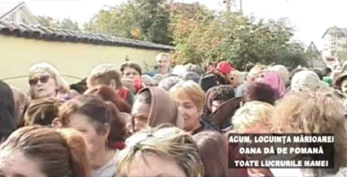 Îmbulzeală ca la urs pentru bunurile Marioarei Zăvoranu! Sute de oameni s-au înghesuit în faţa vilei din Afumaţi