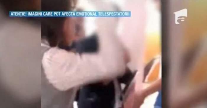 VIDEO / Ce pedeapsă a primit profesoara din Braşov care a bătut un elev cu o carte în cap şi cu picioarele