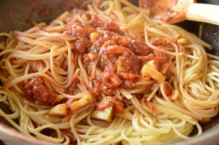 REŢETA ZILEI - DUMINICĂ: Spaghetti cu dovlecel, perfecte pentru Ziua Internaţională a Pastelor