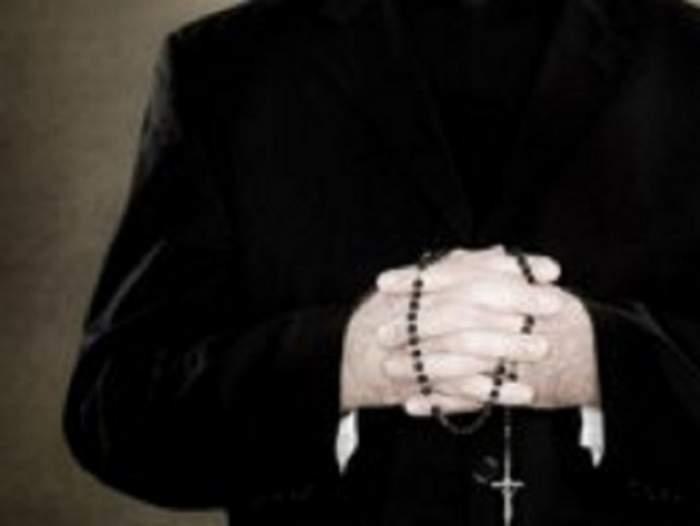 Tragedie! Un preot de 42 de ani, din Turda, găsit mort pe marginea şanţului