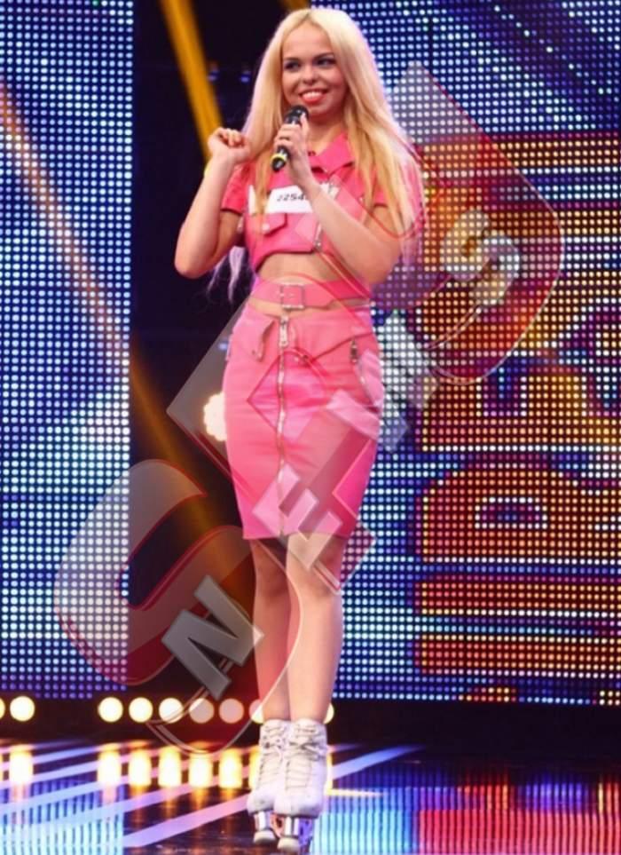 Papușa nu e chiar... păpușă! Cum arată Barbie de România, seara, când e singură și se demachiază! Ai recunoaște-o pe stradă așa?