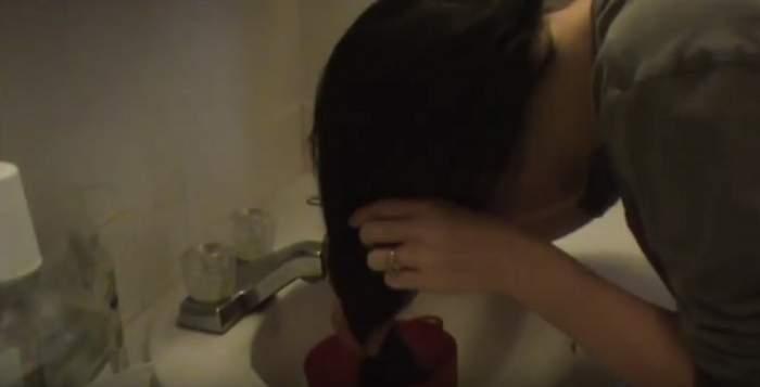 După ce a folosit o MASCĂ REVOLUŢIONARĂ, nu mai folosit niciodată VOPSEA de păr! A amestecat doar câteva ingrediente simple