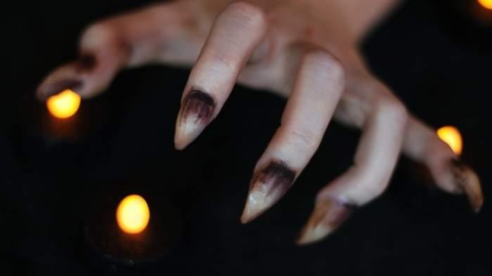 """VIDEO / Manichiură de """"groază"""". Cu unghiile acestea, îți vei speria toți prietenii de Halloween! Cum se realizează"""