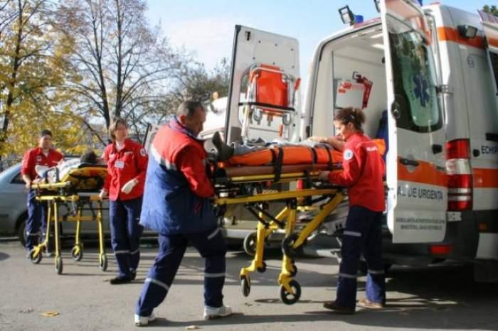 Accident grav în Vaslui! Trei adolescenţi de 17 ani au ajuns la spital mai mult morţi decât vii după ce maşina în care se aflau s-a lovit în plin de un tir