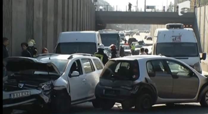 VIDEO / Carambol la ieşirea din Bucureşti! Şoferii prinşi în Pasajul Băneasa au fost nevoiţi să iasă cu spatele