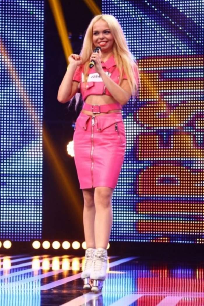 """Hai că asta este PREA de tot! """"Barbie de România"""" a devenit vedetă peste noapte în presa internaţională! Ce au scris britanicii de blondă?"""