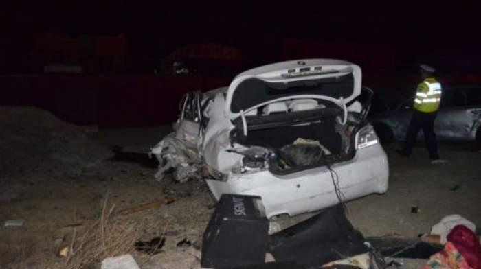 Imagini TERIFIANTE! Un bolid S-A RUPT ÎN BUCĂŢI într-un accident rutier! PATRU oameni au ajuns la spital