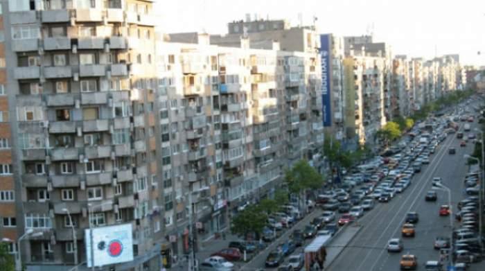 Ultimă oră! O familie se află pe un bloc din centrul Capitalei şi ameninţă cu sinuciderea