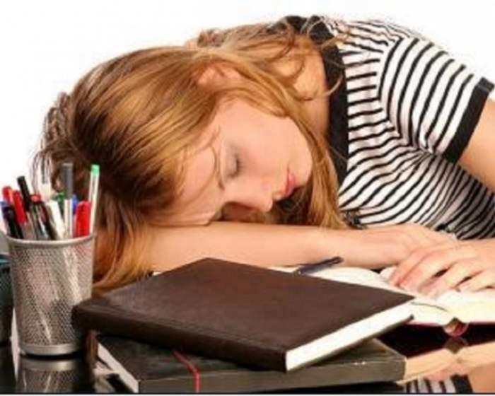 ÎNTREBAREA ZILEI - JOI: Cum să scapi de starea de somnolenţă permanentă