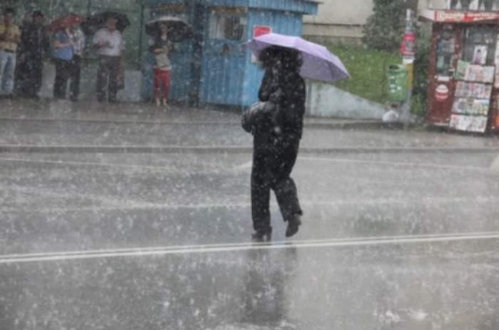 Ploile pun stăpânire pe România! ANM a emis cod galben! Lapoviţă şi ninsoare, la munte