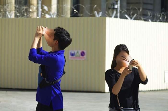 FOTO / Realitatea dură în care trăim. Cum ne afectează dependența de telefon!