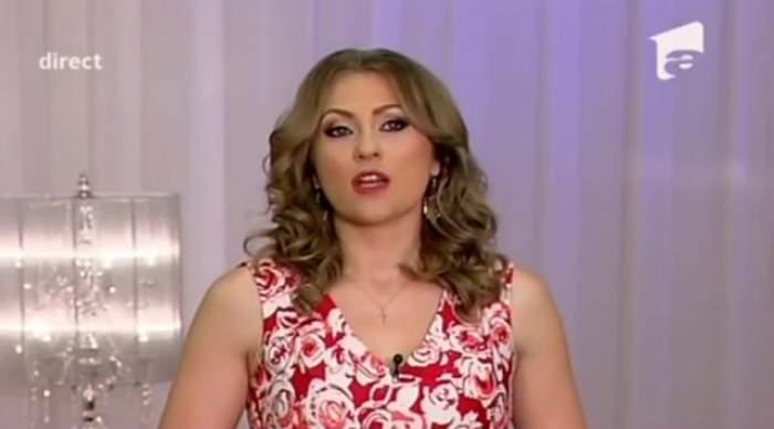 """VIDEO / Două concurente de la """"Mireasă pentru fiul meu"""", suspect de apropiate! Au dormit îmbrăţişate, s-au pupat şi au fost avertizate de staff-ul emisiunii"""