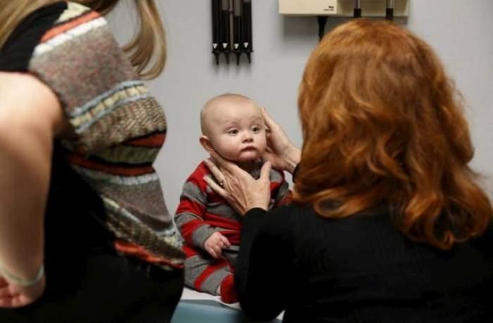 VIDEO / Un bebeluș dependent de droguri a impresionat pe toată lumea. Gesturile sale te vor face să plângi