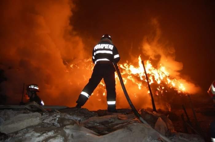 Incendiu devastator în Craiova! Pompierii au intervenit cu șase autospeciale