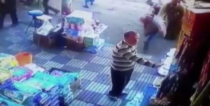 VIDEO / Imaginile care au şocant internetul! O femeie bate un bărbat în plină stradă!