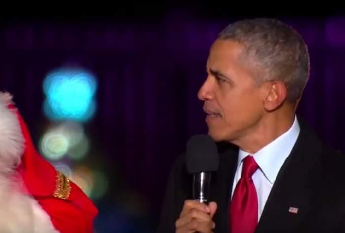 """Aşa nu ai avut ocazia să îl vezi până acum pe Barack Obama! A cântat """"Jingle Bells"""" , alături de Moş Crăciun! Imaginile sunt senzaţionale"""