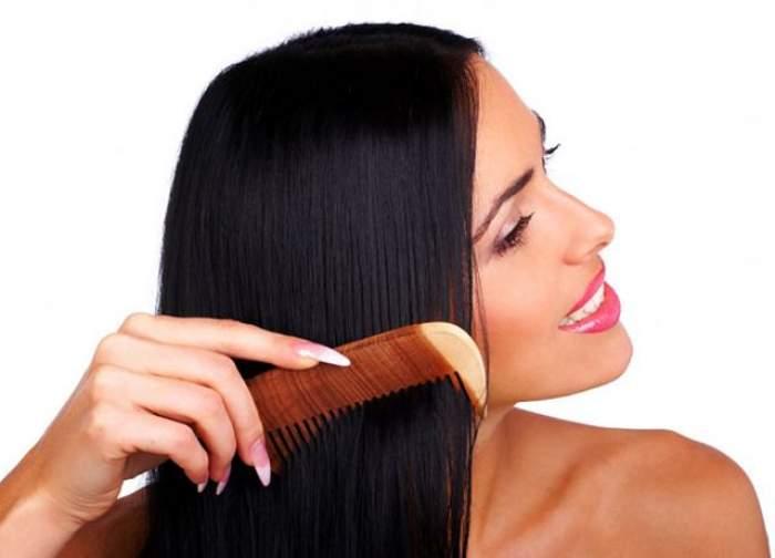 VIDEO / Cum îţi întinzi părul fără placă? 6 paşi pentru fire drepte şi netede