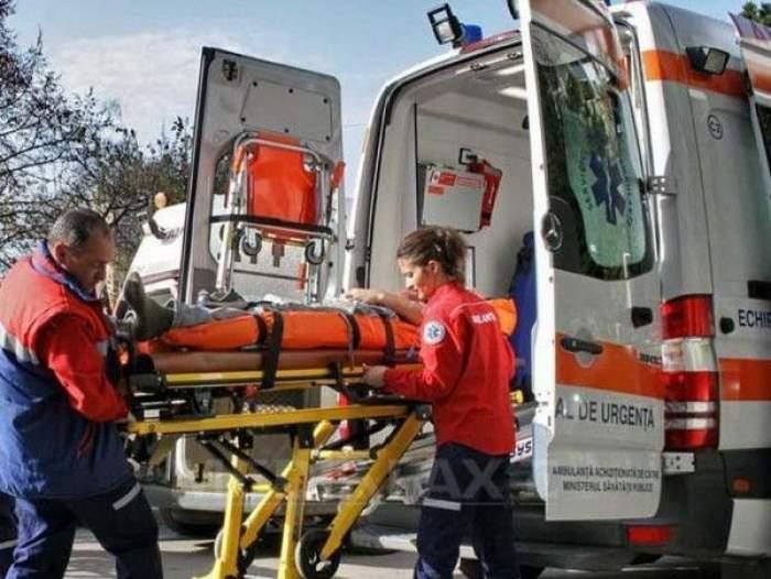 13 persoane au fost rănite după ce un autobuz s-a ciocnit cu o cisternă cu lapte