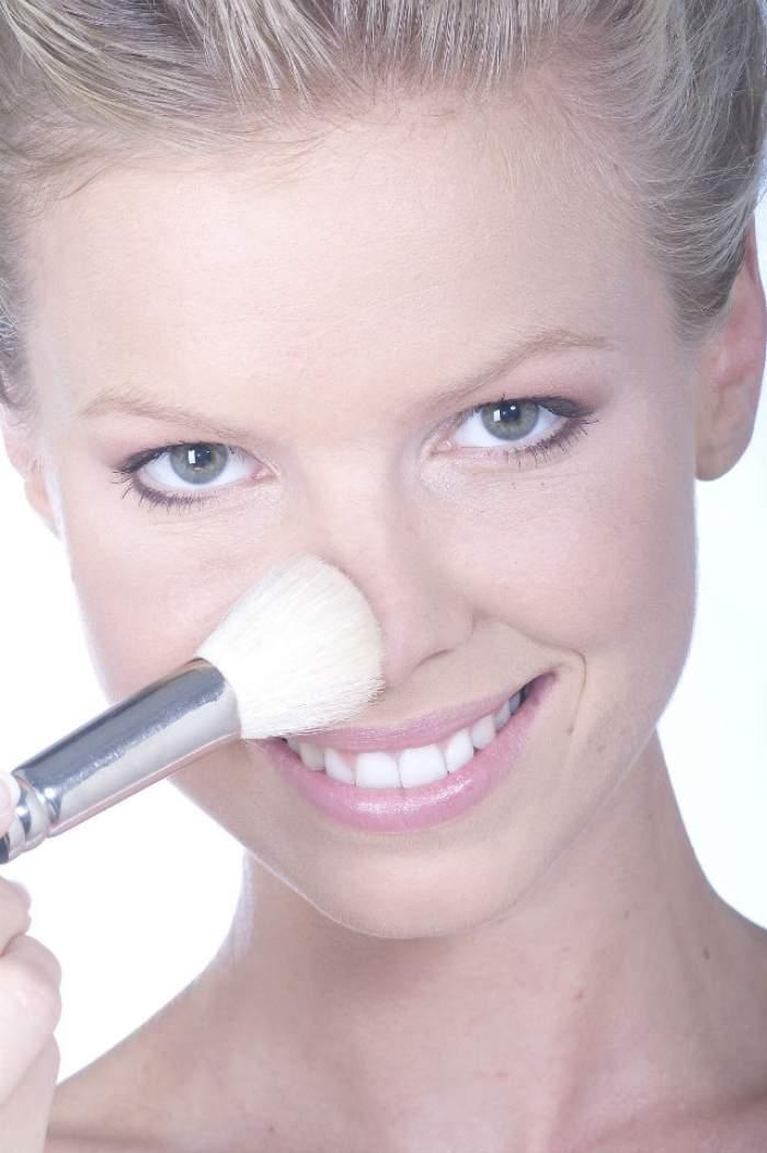 Micşorează-ţi nasul cu ajutorul machiajului! Află care este secretul